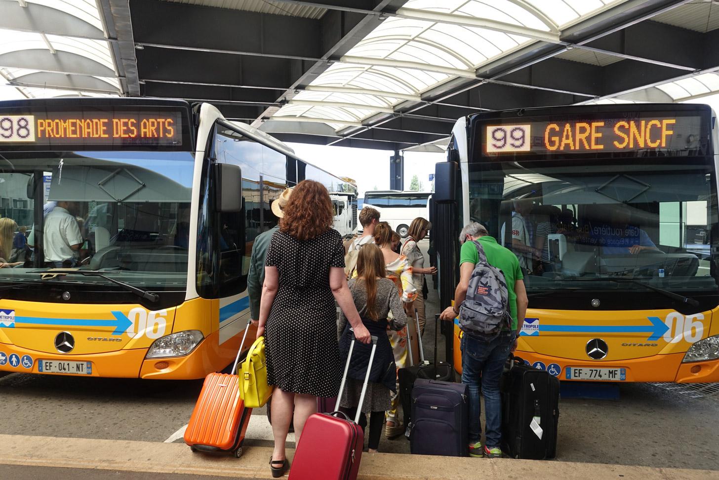 Vervoer vanaf het vliegveld met de bus